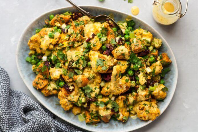 Ensalada de coliflor frita al curry y camote