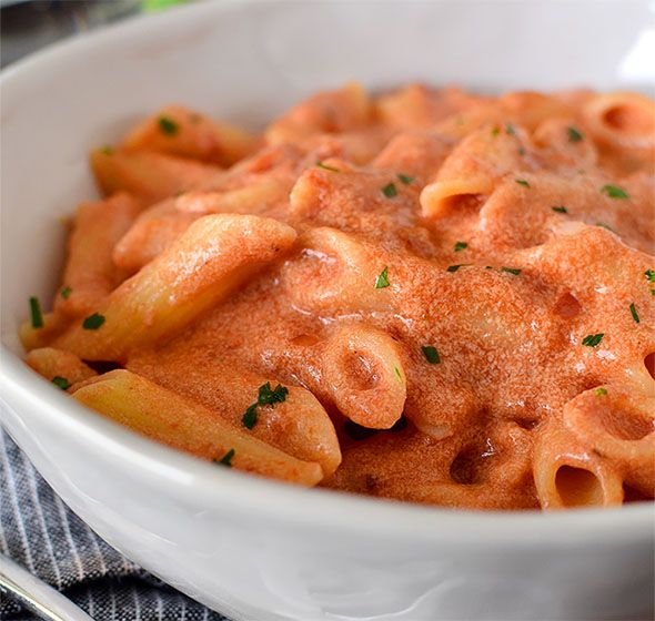Pasta con salsa rosa - Increíble receta de pasta de 3 ingredientes